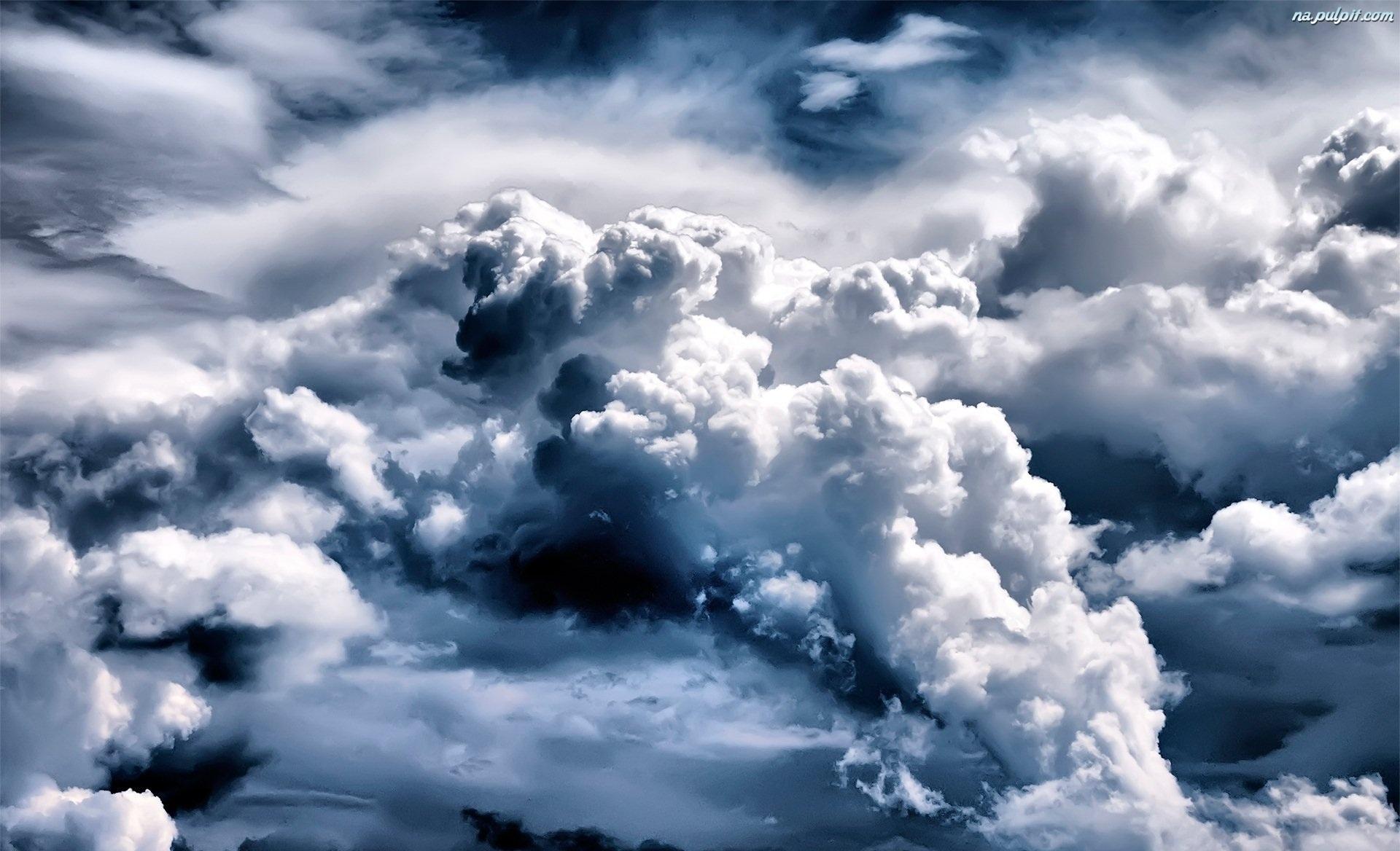 ciemne-chmury-sklebione